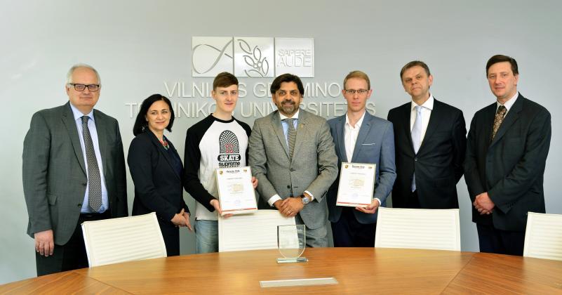 "TIF studentams įteiktos asociacijos ""Porsche klubas Lietuva"" vardinės stipendijos"