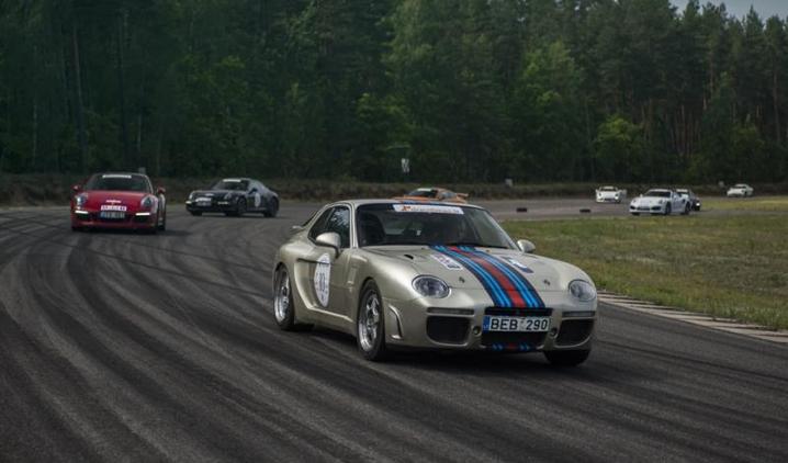"""Transporto inžinerijos fakulteto studentai apie lenktynių sezono uždarymą su """"Porsche klubas Lietuva"""""""