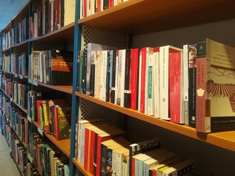 Grožinės literatūros knygos bibliotekoje