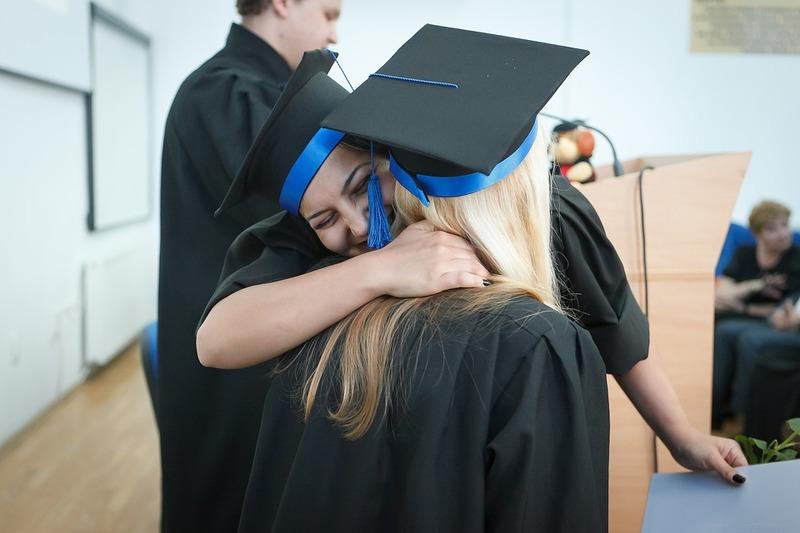 Sveikiname Vilniaus Gedimino technikos universiteto absolventus rankose laikančius diplomus!