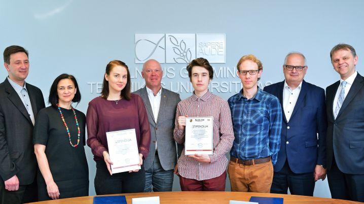 """TIF studentams ketvirtąjį kartą įteiktos asociacijos """"Porsche klubas Lietuva"""" vardinės stipendijos"""