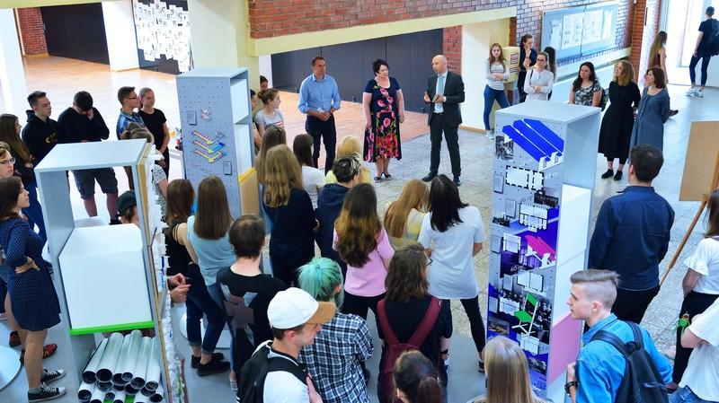 """Atidaryta keliaujanti architektūros paroda """"Lietuva eina į mokyklą"""""""