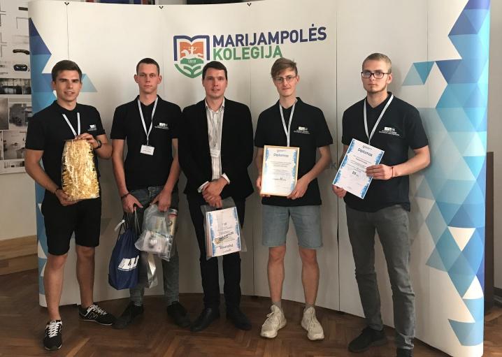 """Transporto inžinerijos fakulteto komanda – konkurso """"Geriausias jaunasis automobilininkas"""" 2-os vietos laimėtojai"""