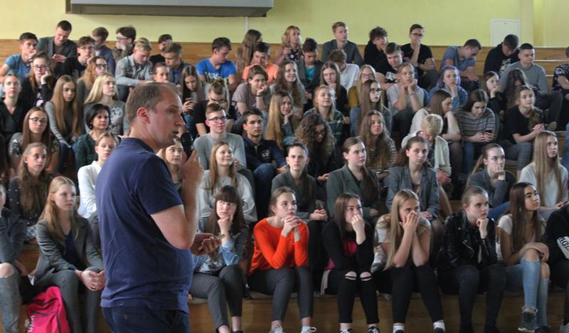 Alytaus šv. Benedikto gimnazijoje atverta VGTU Dizaino katedros studentų darbų paroda