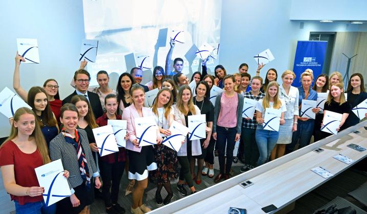 "Įteikti diplomai ""Cognizant Technology Solutions"" norvegų kalbos kursus baigusiems studentams"
