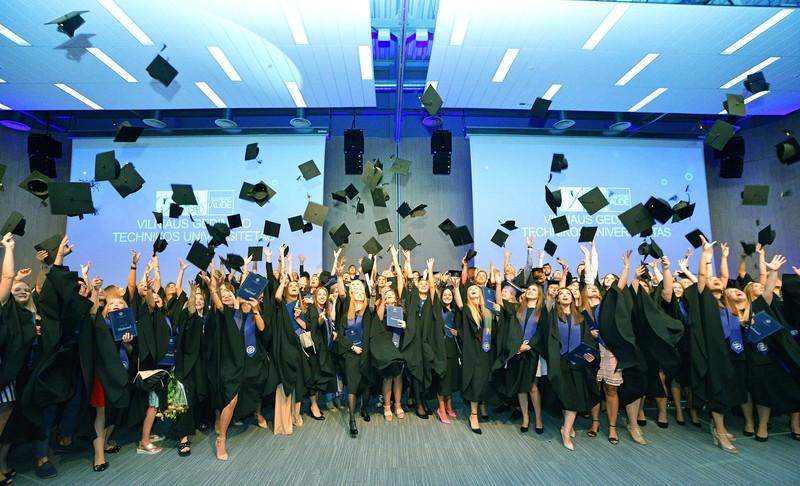 VGTU Verslo vadybos fakulteto diplomų įteikimo ceremonija