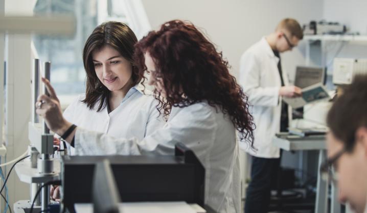 Vyriausybė beveik dukart didina doktorantų stipendijas