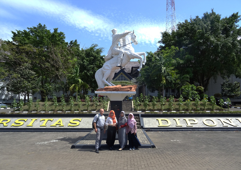 Architektūros fakulteto profesorius dėstė Indonezijoje