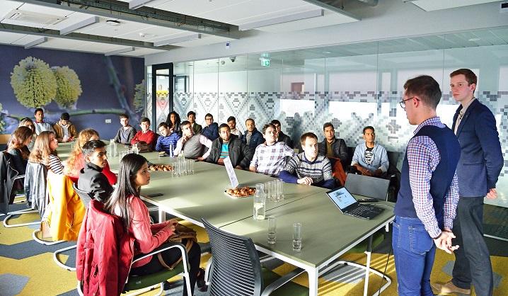 Užsienio studentai aplankė VGTU partnerius – pasaulinius verslo centrus Vilniuje