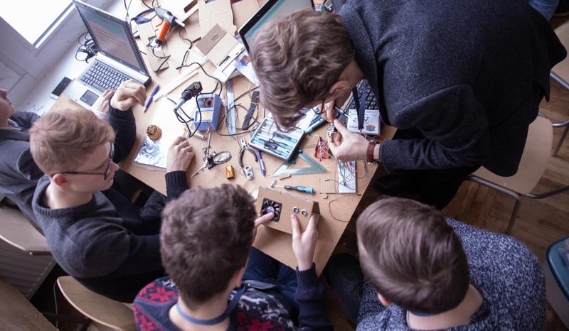 Lietuvos mokinių hakatone – prototipai išmaniai mokyklai