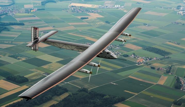 Aviatorių konferencijoje pristatytas vien saulės energija varomas lėktuvas