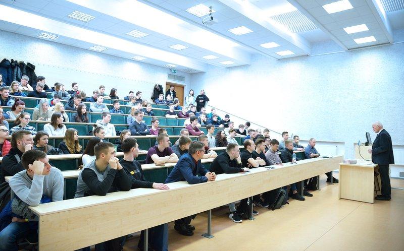 """Statybos fakulteto studentai pakvietė į tradicinį renginį """"Statyba valdo"""" ir edukacines pramogas"""