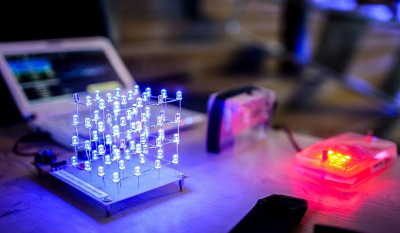"""Profesorė Liudmila Nickelson: """"Plazmonika – elektromagnetiniai vartai į pažangias ateities technologijas"""""""