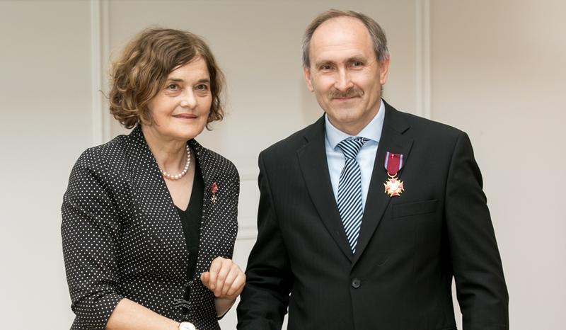 VGTU Elektros inžinerijos katedros profesorius Voitech Stankevič buvo apdovanotas Auksiniu Kryžiumi