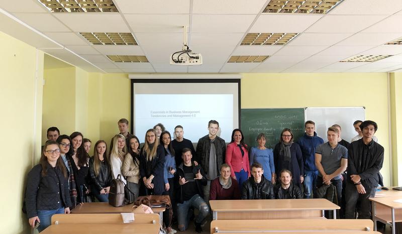 Verslo logistikos studijų programos studentams paskaitą skaitė profesorė Amaya Erro-Garcia (Ispanija)