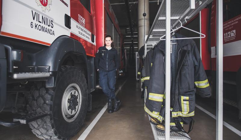 """Ugniagesės profesiją pasirinkusi mergina: """"Kai esi pareigūnas, turi būti pavyzdys kitiems"""""""