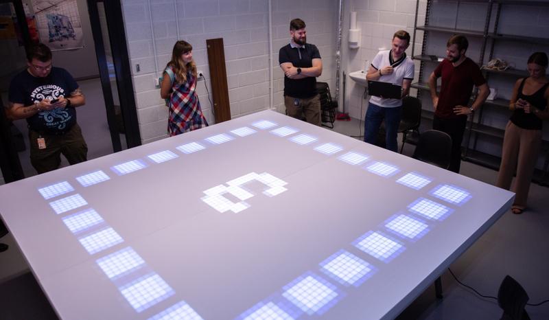 """Bendradarbiaujant """"Danske Bank"""" ir VGTU, sukurtas unikalus LED ekranas"""