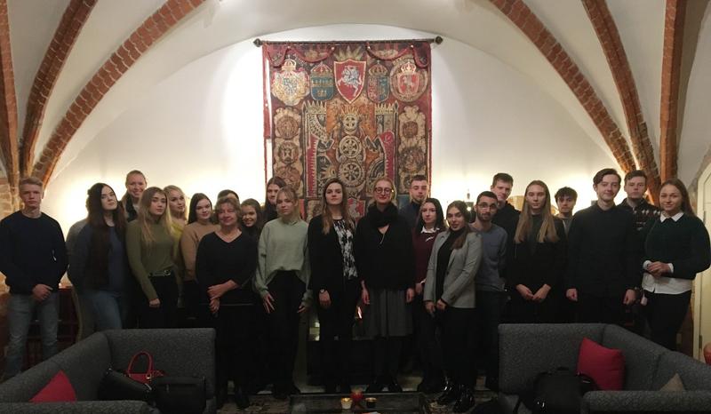 Studentai svečiavosi Švedijos ambasadoje
