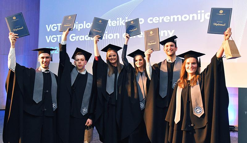 Žiemos diplomų įteikimo ceremonijos akimirkos