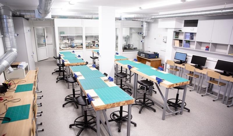 """Sostinės mokyklų """"FabLab"""" dirbtuvėse gaminamos apsauginės priemonės medikams"""