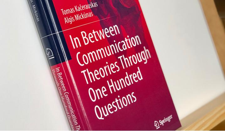 Tarp komunikacijos teorijų per šimtą klausimų: dialogų knyga apie komunikaciją