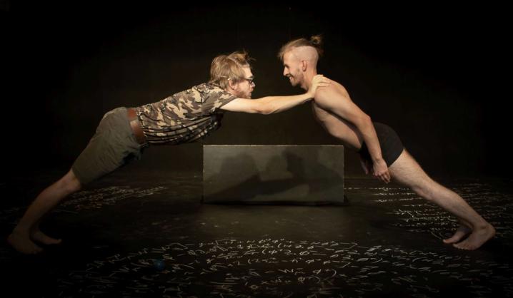 """VILNIUS TECH teatro studijai """"Palėpė"""" už spektaklį """"Ach, ui!"""" – tarptautinis įvertinimas"""