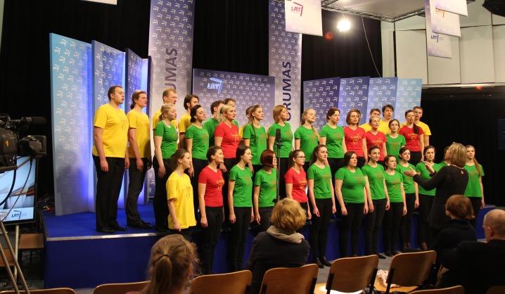 """VGTU choras """"Gabija"""" dainavo tarptautinėje Vilniaus knygų mugėje"""
