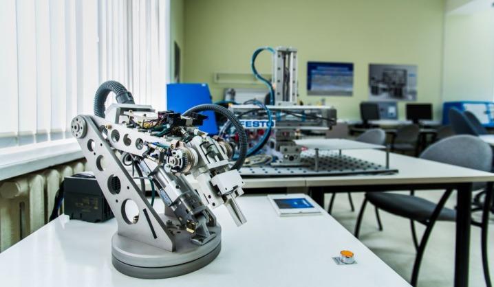 Jaunieji elektronikai pristatė mokslinius tyrimus