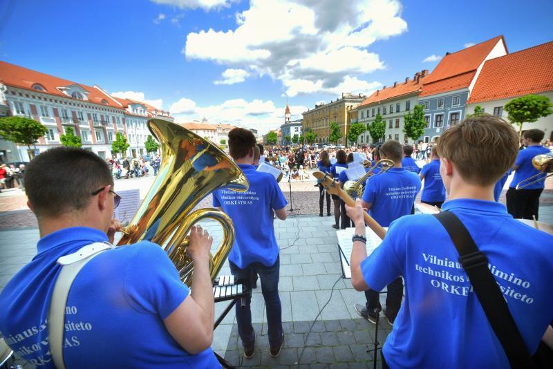 Vilniaus centre skambėjo dūdų garsai