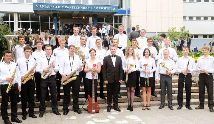 """VGTU orkestras tęsia pasirodymus televizijos projekte """"Vario audra"""". Palaikykime LRT studijoje!"""