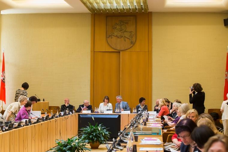 VGTU mokslininkė Seime apžvelgė administracinės kalbos pokyčius
