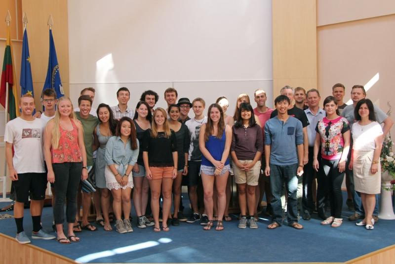 """""""VGTU–CalPoly'2014"""" vasaros mokykla baigėsi pažymėjimų teikimo ceremonija"""