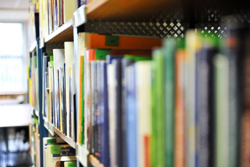 Keičiasi leidinių skolinimo vieta bibliotekoje