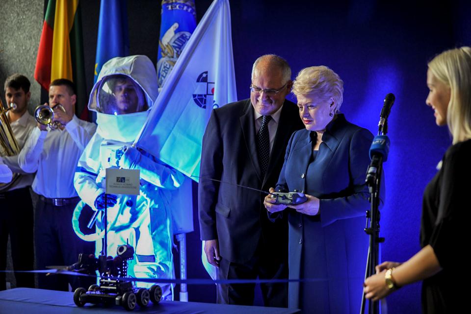 VGTU Mokslo atradimų dieną atidarė Prezidentė