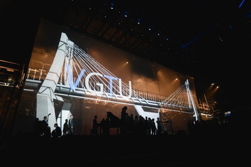 VGTU 60 jubiliejuje – naujausios technologijos, įspūdingas šviesų šou ir žymūs absolventai (nuotraukų galerija ir video)