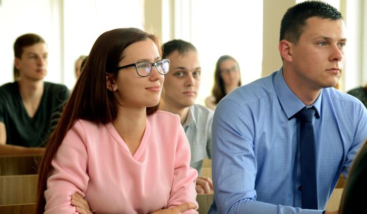 Karjeros laipteliai nyksta. Kaip šiandien matuojama profesinė sėkmė?
