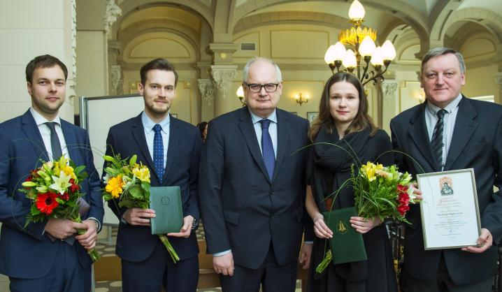 Lietuvos mokslų akademijoje apdovanoti VGTU studentai ir darbuotojai
