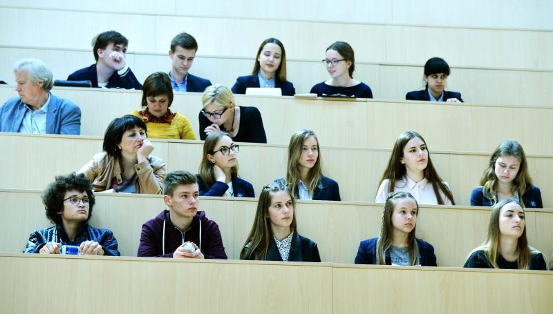 """VGTU klasių moksleiviai ir mokytojai pakviesti į konferenciją """"Kurkime ateitį kartu su VGTU"""" (renginio akimirkos)"""