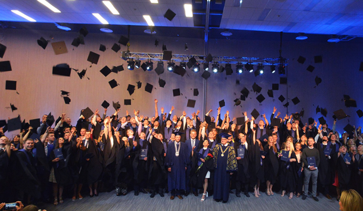 Šventinė savaitė: įteikti VGTU bakalauro bei magistro diplomai