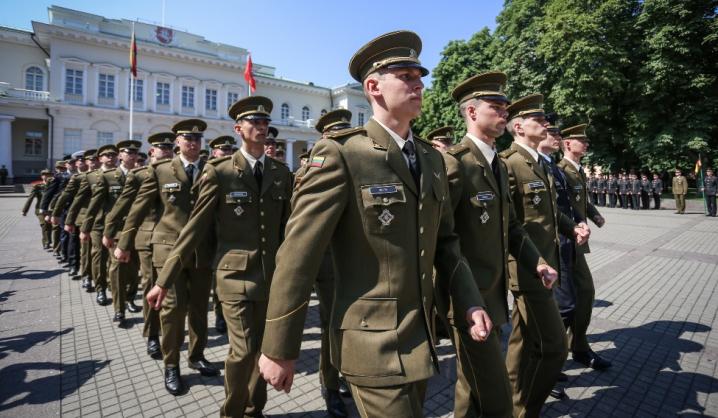 Tarp naujų karininkų – 2 VGTU studentai