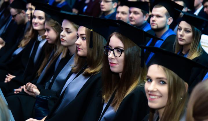 Diplomų įteikimo šventės akimirkos (nuotraukų galerija)