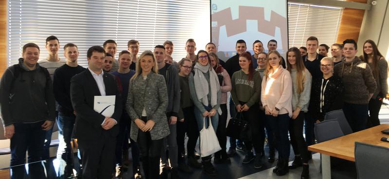 Verslo technologijų ir verslininkystės katedros lektorė su studentais lankėsi Vilniaus miesto savivaldybėje