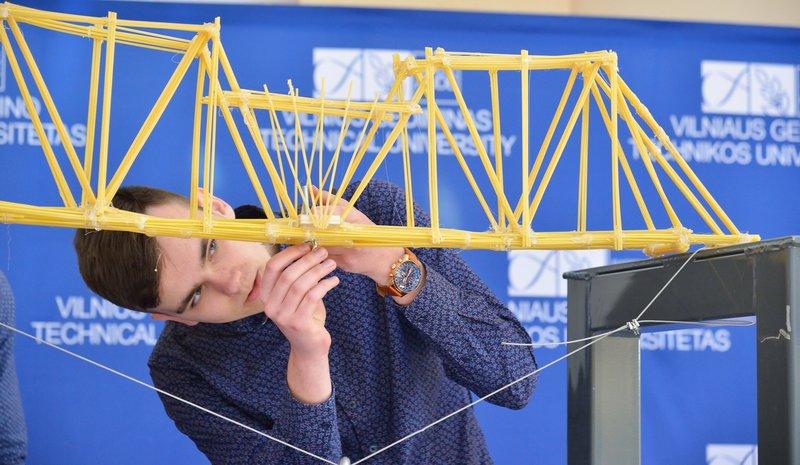 """""""Makaronų tiltai 2018"""" moksleivių finalo staigmena – pagerintas Lietuvos rekordas"""