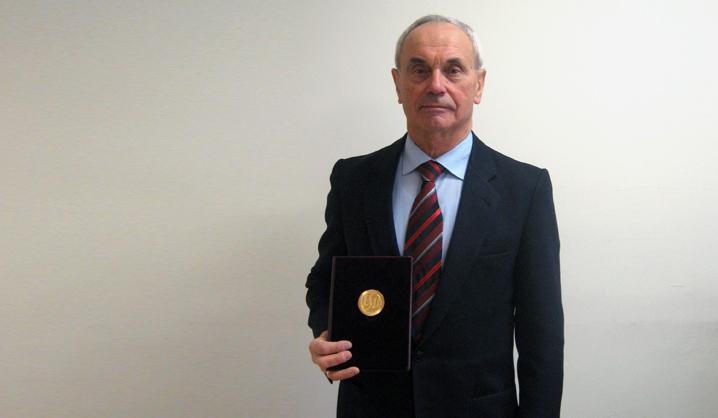 VGTU profesorius apdovanotas auksiniu garbės ženklu