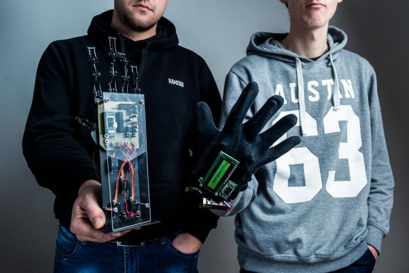 Robotinės rankos kūrėjai: studijų projektas padėjo įsitvirtinti darbo rinkoje