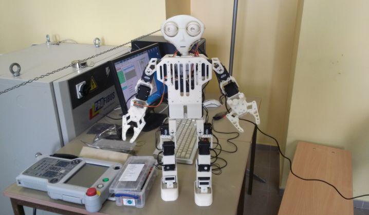 Studentai stebina toliau: sukurtas robotas humanoidas